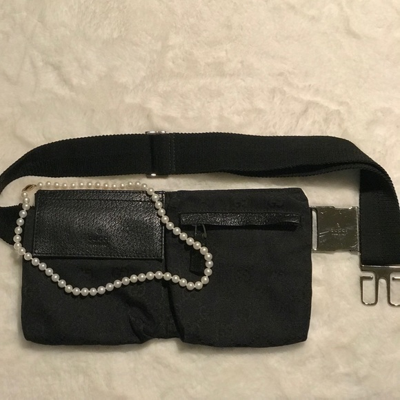 GUCCI FANNY PACK. Serial #162962 vintage 2007